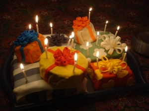 Birthday cakes shaped like presents, fontant