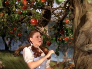 Wizard of Oz - Dorothy and Apple Tree